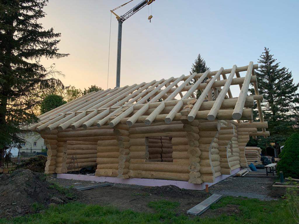Naturstamm-Blockhaus-Rohbau